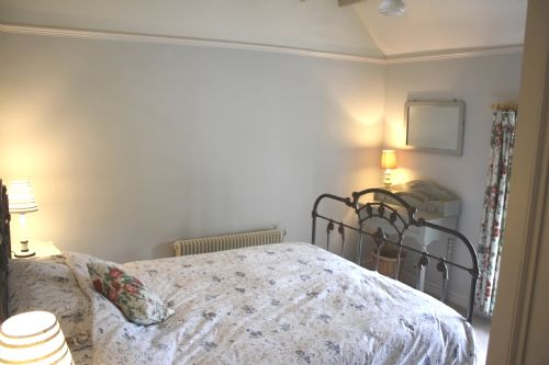 2nd floor double room with antique bed