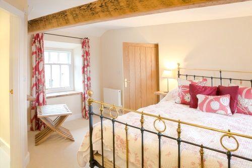 King size bed room with en-suite shower room.