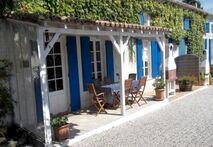 La Vigne front entrance & patio area