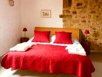 La Petite bedroom