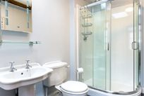 Spacious downstairs bathroom in Bluebell Cottage
