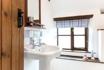 Pretty bathroom upstairs in Bluebell Cottage