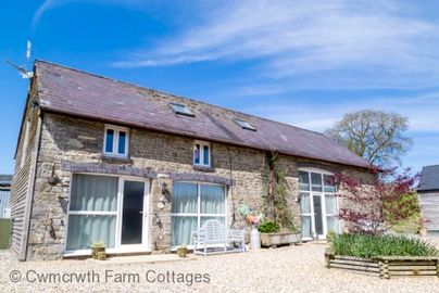 Family Friendly Holidays at Cwmcrwth Farm Cottages - The Hayloft
