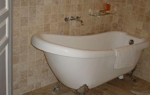 Luxurious roll-top bath