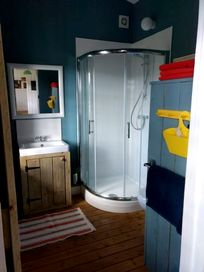 Private shower room, a baby bath is available upon request