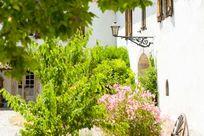Maison De La Roche - Secret Garden Cottage Image 3