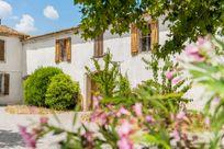 Maison De La Roche - Secret Garden Cottage Image 2