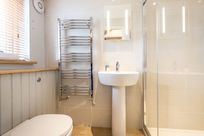 Swallow cottage en-suite shower room