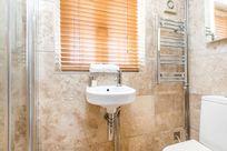 Avocet en-suite shower room