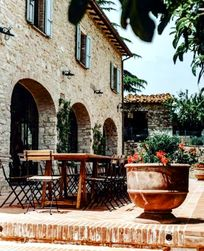 Child friendly wine tastings at award winning winery within walking distance from Casa San Gabriel