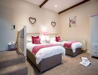Twin ground floor bedroom