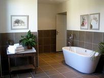 Chateau de Chargé - Ensuite bathroom