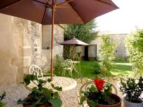 Chez Aristide - The Courtyard at St Catherines Image 14