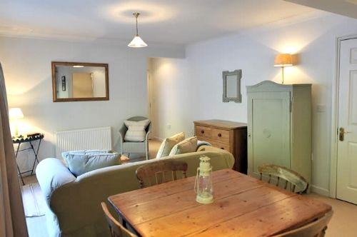 Rosevine- Caerhays Apartment Image 11
