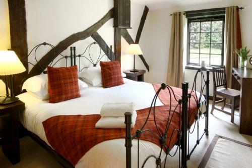 Tansy Downstairs En-suite Bedroom