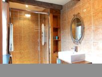 Chambre Libellule's en-suite with double hydro massage shower.