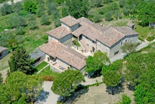 Set in 2 hectares of Chianti countryside