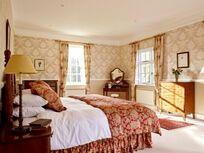 Flear house king size bedroom