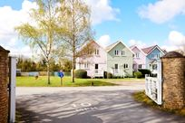 Cotswold Lake House Image 3
