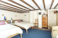 Flat. Twin bedroom.
