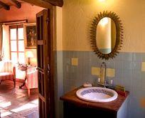 El Buho bathroom