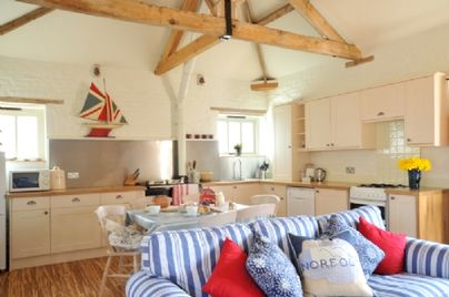 Family Friendly Holidays at Cranmer Country Cottages - Owl
