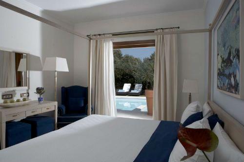 Lindian Village - Mediterraneo Family Room Image 12