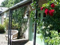 Old Stables (Sleeps 6 + Cot) Image 1