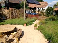 Communal garden with hot tub and table tennis!