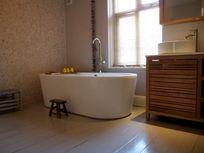Master bathroom to shower