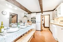 Farmhouse spacious kitchen