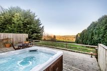 Fron Fawr hot tub with amazing views