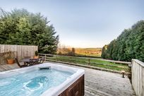 Fron Fawr hot tub with stunning views