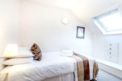 Madog single bedroom