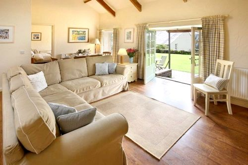 Old Stables (Sleeps 6 + Cot) Image 9