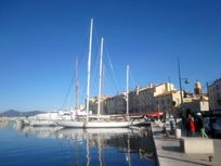 St. Tropez and the fabulous yachts, restaurants, shops and bars (20 Minutes).