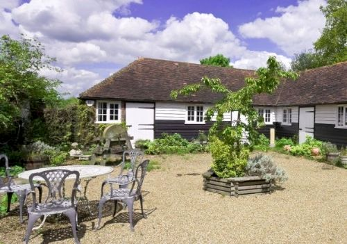 Willow Cottage - Hamptons Farmhouse Image 10