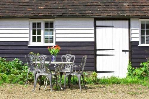 Willow Cottage - Hamptons Farmhouse Image 1