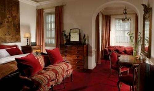 Fowey Hall - Family Suite Image 7