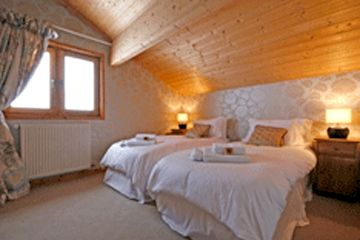 Chalet Chambertin - Large Double Room Image 7