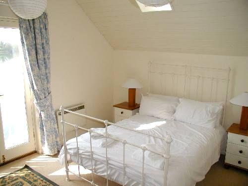 Cotswolds Lake House 3 (39) Image 11