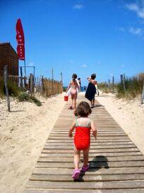 Walk to beach ( 2 mins)