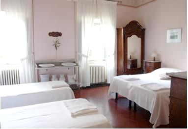 Villa Pia- Family Room for 2 adults+1 child 2-12 +/- infants Image 5