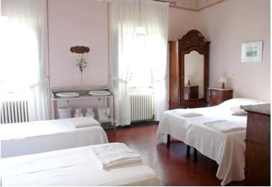 Villa Pia- Small Family Room Image 4