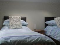 The Hayloft - 2nd bedroom with 2 single beds