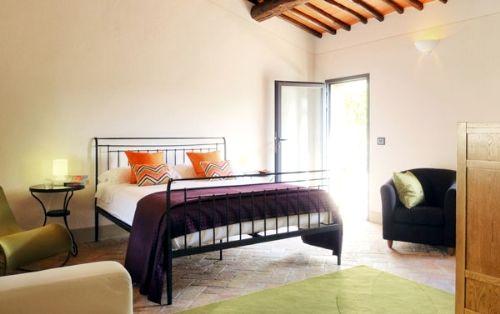Ground floor courtyard bedroom with air con & en suite