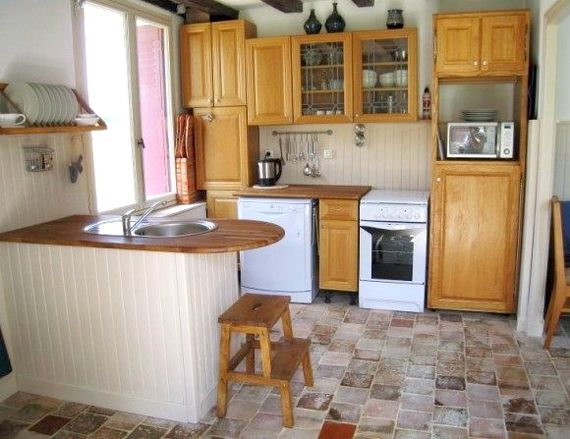 Kitchen equipped for 6 - oven, hob, microwave, fridge, dishwasher.