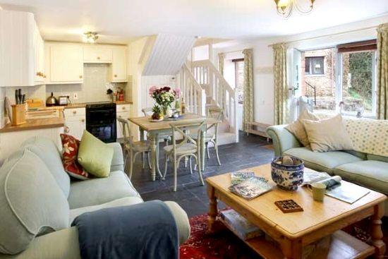 Aylesbury Cottage Image 2