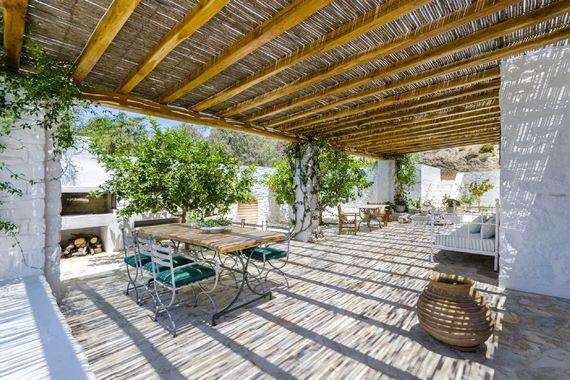 Lemon trees, lavender gardens and side terraces