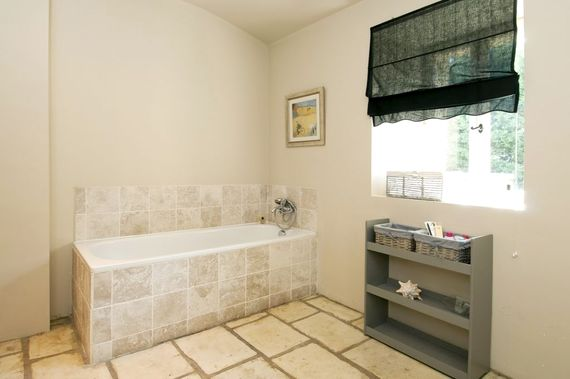 Bathroom and walk in shower / wc